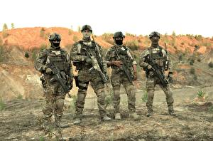Bureaubladachtergronden Soldaat Aanvalsgeweer Camouflage