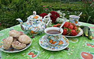 Bilder Stillleben Tee Pfeifkessel Erdbeeren Gurke Tasse