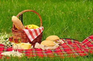 Hintergrundbilder Wein Käse Sandwich Gras Picknick Weidenkorb Weinglas