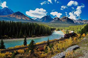 Hintergrundbilder Kanada Park Flusse Wälder Züge Herbst Eisenbahn Landschaftsfotografie Gebirge Banff