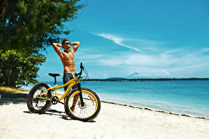 Hintergrundbilder Küste Mann Fahrräder Brille Sport
