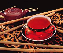Fotos Getränke Tee Schwarzer Hintergrund Tasse Untertasse Lebensmittel