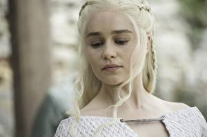 Bilder Game of Thrones Daenerys Targaryen Emilia Clarke Blond Mädchen Gesicht season 7 Prominente Mädchens