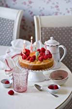 Fotos Feiertage Torte Himbeeren Kerzen Trinkglas
