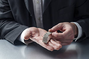 Fotos Mann Schmuck Brillant Armband Hand