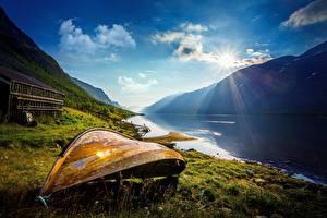 Hintergrundbilder Berg Boot Küste Norwegen See Lichtstrahl Oppland Fylke, Vaga Kommune Natur