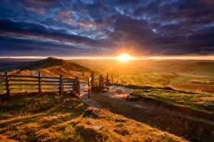 Bilder Landschaftsfotografie Sonnenaufgänge und Sonnenuntergänge Felder Himmel Hügel Zaun Wolke