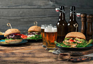 Pictures Still-life Buns Hamburger Butterbrot Beer Wood planks Bottle Two Foam Highball glass Food