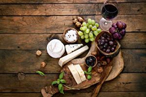 Fotos Wein Weintraube Käse Oliven Bretter Schneidebrett Weinglas