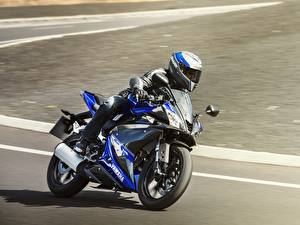 Fotos Yamaha Motorradfahrer Geschwindigkeit Helm 2014-17 YZF-R125 Motorräder