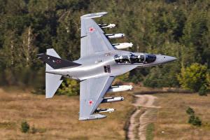 Fotos Flugzeuge Erdkampfflugzeug Russische Yak-130