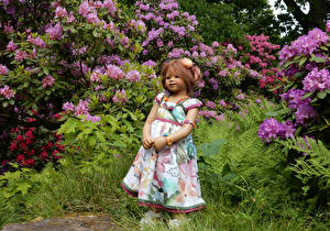 Photo Parks Doll Little girls Dress Shrubs Grugapark Essen Nature