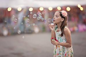 Fotos Kleine Mädchen Seifenblasen Kinder