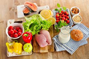 Fotos Fleischwaren Tomate Peperone Fische - Lebensmittel Erdbeeren Zitrone Schalenobst Brötchen Schneidebrett Kanne