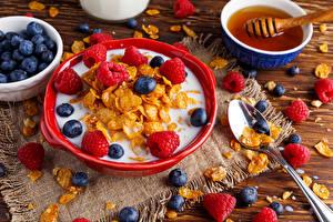 Hintergrundbilder Müsli Himbeeren Heidelbeeren Honig Frühstück