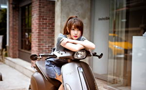 Fonds d'écran Asiatique Scooter Aux cheveux bruns Belle Filles