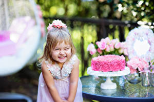 Pictures Birthday Cakes Little girls Joy child