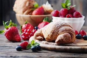 Bilder Croissant Himbeeren Puderzucker