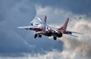 Fondos de escritorio Avións Avión de caza Despegue Ruso Mikoyan MiG-29 Vuelo Aviación