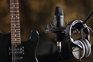 Tapety na pulpit Z bliska Słuchawki Mikrofon Gitara