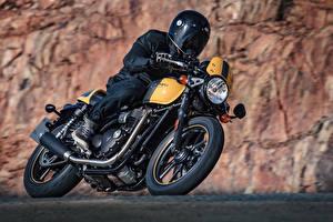 Bilder Motorradfahrer Fahren Helm Motorrad