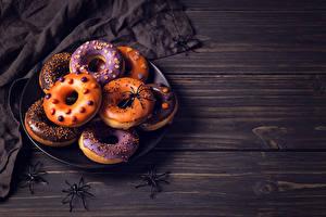 Hintergrundbilder Backware Donut Halloween Webspinnen Bretter Lebensmittel