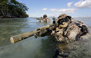 Bureaubladachtergronden Soldaat Water Geweer Camouflage Bundeswehr, Kommando