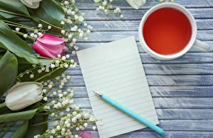 Hintergrundbilder Tulpen Maiglöckchen Tee Bretter Vorlage Grußkarte Tasse Blatt Papier Blüte