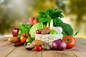 Bilder Gemüse Pilze Zwiebel Tomate Bretter Weidenkorb Lebensmittel