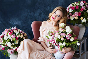 Image Bouquets Roses Tulips Staring Dress Girls
