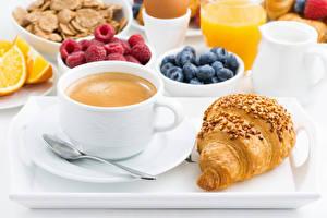 Hintergrundbilder Kaffee Croissant Beere Frühstück Tasse Löffel Lebensmittel