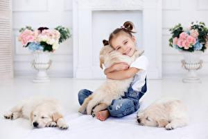 Fotos Hunde Kleine Mädchen Lächeln Welpe Retriever Kinder