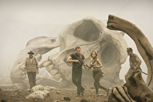 Desktop wallpapers Kong: Skull Island Skulls Man Tom Hiddleston Brie Larson, John Goodman Movies Celebrities Girls