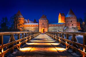 Bakgrunnsbilder Litauen Borg Kveld Vei Broer Gjerder Gatelykter Trakai Castle Byer