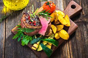 Hintergrundbilder Fleischwaren Fritten Gemüse Bretter Schneidebrett