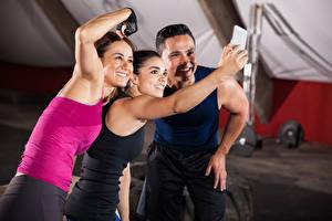 Bilder Mann Fitness Selfie Lächeln Drei 3 Sport Mädchens