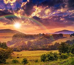 Bureaubladachtergronden Landschap van Seizoen Herfst Hemelgewelf Akkerland Bos Wolken Regenboog
