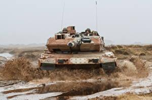 Hintergrundbilder Panzer Leopard 2 Schlamm Deutsch Vorne Heer