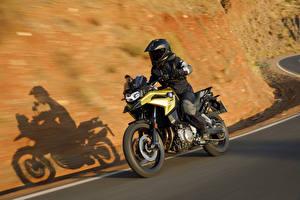 Bilder BMW - Motorrad Motorradfahrer Bewegung Helm 2018 F 750 GS Motorrad