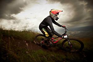 Hintergrundbilder Fahrrad Helm Geschwindigkeit sportliches