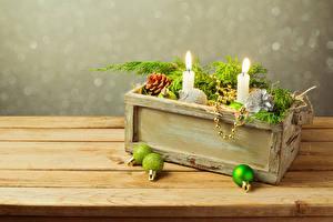Fotos Neujahr Kerzen Bretter Kugeln Ast