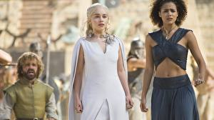 Hintergrundbilder Game of Thrones Emilia Clarke Daenerys Targaryen Peter Dinklage Tyrion Lannister Mädchens Prominente