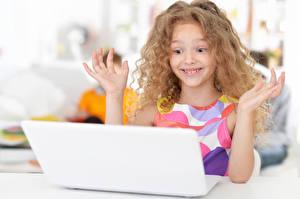 Hintergrundbilder Kleine Mädchen Notebook Lächeln Hand Kinder