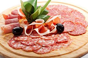 Fotos Fleischwaren Wurst Oliven Schinken Schneidebrett Geschnitten Lebensmittel