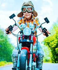 Hintergrundbilder Motorradfahrer Junge Brille Helm Kinder