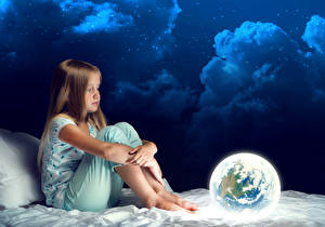 Bilder Nacht Kleine Mädchen Sitzt Wolke Erde kind