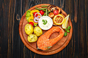 Pictures Seafoods Fish - Food Potato Vegetables Salmon Cutting board Food