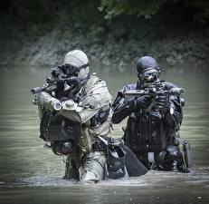 Bilder Soldaten Sturmgewehr Wasser Spezialeinheiten Deutsch  Heer