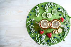 Bilder Tee Zitronen Erdbeeren Heidelbeeren Bretter Tasse Ast Lebensmittel