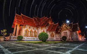Bureaubladachtergronden Thailand Tempel Nacht Straatverlichting Struiken Unseen Temple een stad
